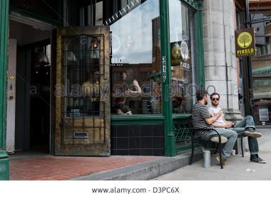 pikolo-caf-coffee-shop-park-avenue-montreal-quebec-canada-D3PC6X